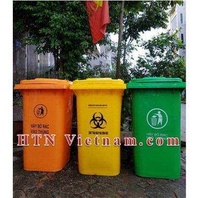 http://htnvietnam.com/upload/images/Cabin%20-%20Nh%C3%A0%20v%E1%BB%87%20sinh/thung-rac-240l-xanh-cam-vang-HTN.jpg