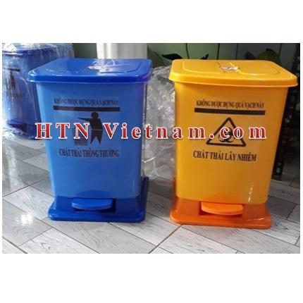 http://htnvietnam.com/upload/images/Cabin%20-%20Nh%C3%A0%20v%E1%BB%87%20sinh/thung-rac-y-te-dap-chan-30L-xanh-duong-vang.jpg